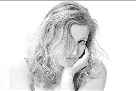 Lad sjælen tale gennem et smukt portræt! - Portrætfotografering inkl. 2 stk. 18 x 24 cm. samt 4 stk. 13 x 18 cm. billeder hos Ole Toldbod Fotografi, værdi kr. 2025,-