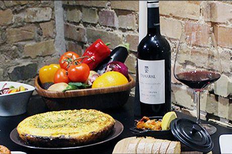 Takeaway fra Restaurant Vino Y Pintxos.. - Nu bliver frokosten ekstra lækker med Tortilla Espanola, Peppers Padron samt 1 glas vin for 1 person, gældende som takeaway, værdi kr. 215,-