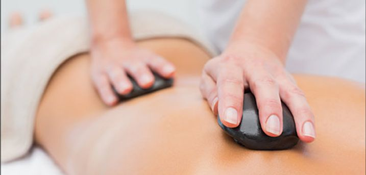 Total afstressende wellness oplevelse! - 60 min. hot stone massage hos Massør Klinik, værdi kr. 900,-