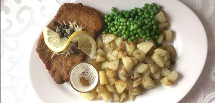 Løvelbro Bistro er tilbage med deres populære Skinkeschnitzel med tilbehør! - Skinkeschnitzel m. brasede kartofler, ærter og tilbehør for 2 personer, værdi kr. 198,-