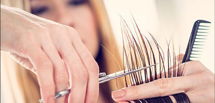 Skal håret ordnes? - Dameklip inkl. hårkur, vask & føn hos Pretty Hair, værdi kr. 485,-