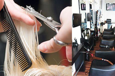 Læn dig tilbage i frisørstolen og lad dig forkæle hos Ronnies Hair Studio - Dameklip inklusiv vask, føn og lækker hårkur, værdi kr. 550