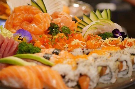 O seu desejo de sushi foi finalmente atendido! 50 peças de sushi, sashimi e hots + sobremesa para 2, por apenas 29€.
