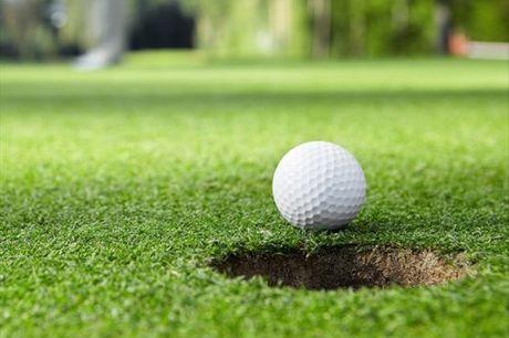 Já teve alguma experiência de jogar golfe? Tenha um primeiro contacto com a modalidade e aprenda noções básicas do golfe, mesmo no centro de Lisboa! Experiência para 2 pessoas por apenas 16,50€!
