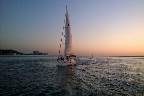 Passeio de veleiro pelas correntes do Rio Tejo, para 2, 4 ou 10 pessoas, desde 49,90€