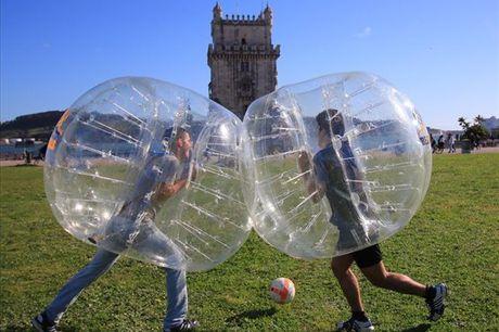 Divirta-se! A vida é para passar bons momentos entre amigos ou familiares. Experimente o Bubble Football, desde 14,4€/pessoa