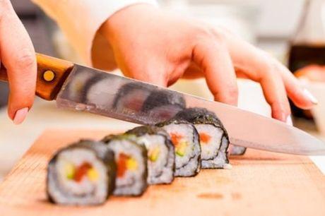 Gosta de Sushi? Aproveite para colocar mãos à obra neste Workshop de Sushi, com refeição e oferta de diploma, por apenas 34,90€