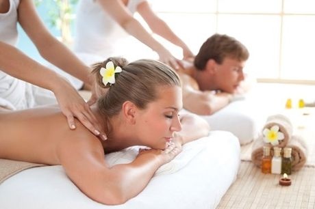 Escolha uma boa companhia e a massagem que mais lhe agrada: Massagem de Relaxamento com Aromaterapia ou Massagem de Velas, no espaço Beleza Pura na Amora por apenas 24€