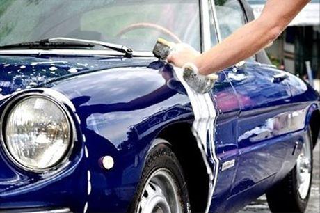 Mime o menino dos seus olhos. Limpe o seu carro por dentro e por fora, com uma Limpeza Total, por apenas 53€