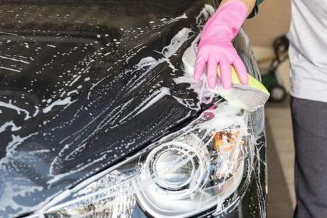 Deixe o seu carro a brilhar, com Lavagem completa exterior, limpeza interior, aplicação de cera e lavagem de estofos, por apenas 45€
