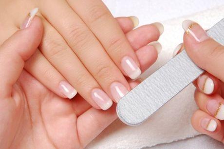2 sesiones de manicura y/o pedicura semipermanente con opción a tratamiento de parafina desde 12,95 € en Estética Antelo
