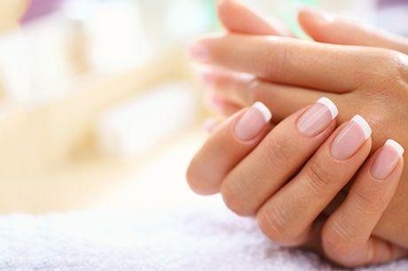Sesión de manipedicura con opción a limpieza facial y masaje desde 16,99 € en Estética Antelo