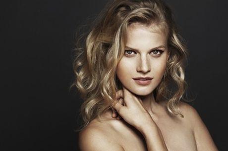 Shampoing, coupe et brushing avec technique au choix, sur cheveux courts, au Salon de coiffure AZ Ebène