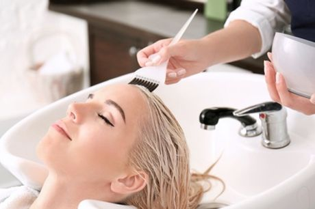 Sesión de peluquería con opción a tinte y mechas en By Celebrity Estilistas (hasta 66% de descuento)
