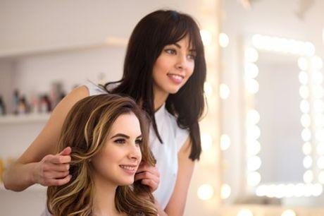 Haarschnitt mit optional Ansatzfarbe oder Foliensträhnen im New Look Friseur- Salon (bis zu 43% sparen*)