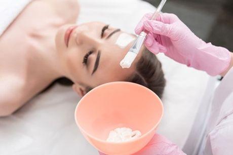 60 Min. klassische Gesichtsbehandlung bei Cube Beauty Berlin (bis zu 59% sparen*)