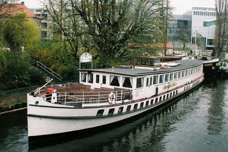 2,5 Std. Schifffahrt auf dem Museums-Schiff Heinrich Zille mit Show & Buffet im Historischen Hafen (37% sparen*)