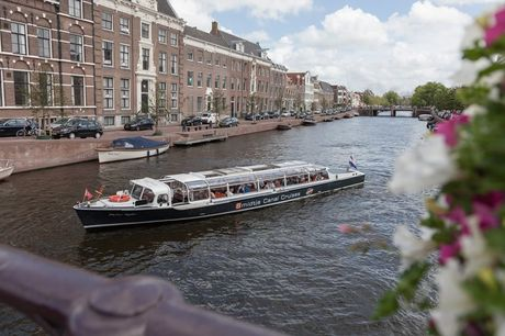 Rondvaart over het Spaarne | Haarlem Geniet van de prachtige Molen tot Molen boottocht op de rivier het Spaarne in Haarlem. Varen buiten de gebaande paden in Haarlem & typisch Hollandse molens ontdekken, wat wil je nog meer?