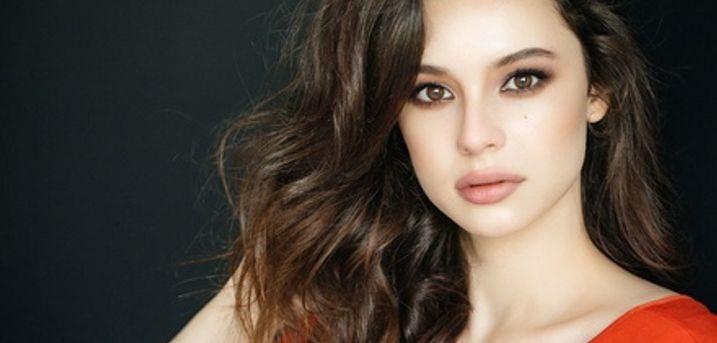 60 Min. Gesichtsbehandlung inkl. Mikrodermabrasion und Sekt bei cosmetics shop (62% sparen*)