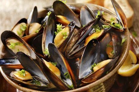 Menú para 2 o 4 con entrante, parrillada de pescado y bebida en Es Mercat Des Peix (hasta 55% de descuento)