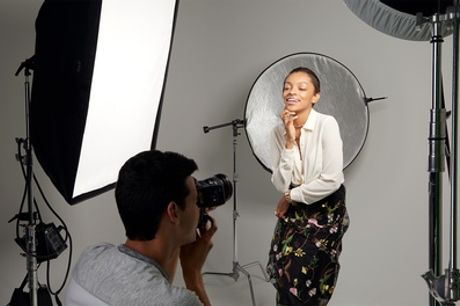 Shooting fotografico fino a 5 persone con fino a 400 scatti allo Studio Fotografico Lando (sconto fino a 96%)