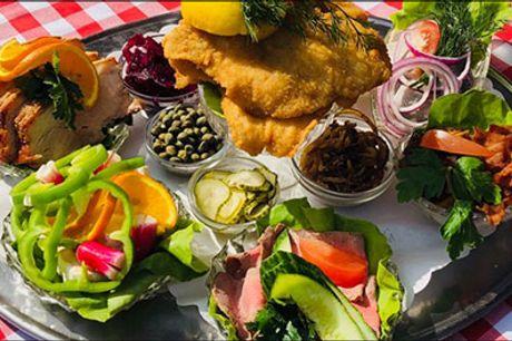 Den populære frokostklassiker er tilbage - Nåede du det ikke sidste gang, har du chancen igen. Prøv den lækre frokostpatte for 4 personer hos Allekroen. Værdi kr. 700,-