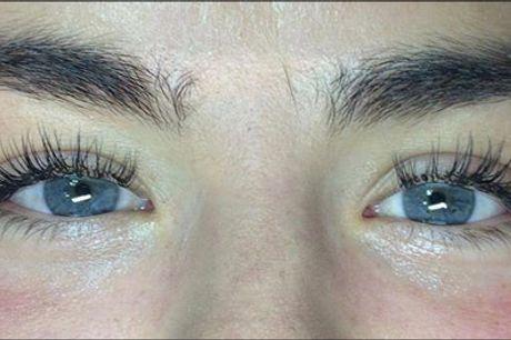Skarp pris på flotte lange vipper! - Extensions af øjenvipper hos Solander CPH, værdi kr. 895,-