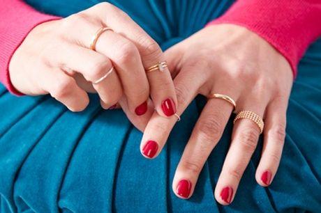 Mise en beauté des mains avec pose de vernis classique ou semi permanent à l'institut Salon Nely's
