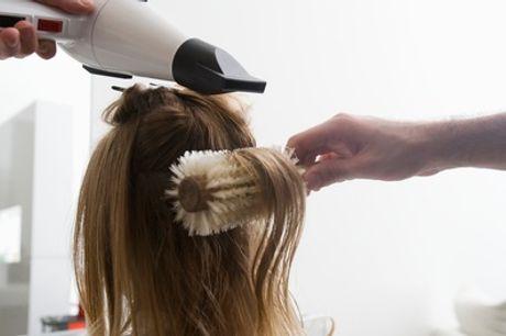 Amsterdam: kappersbehandeling naar keuze bij Glammo Hair & Cosmetics in de hal van metrostation Waterlooplein