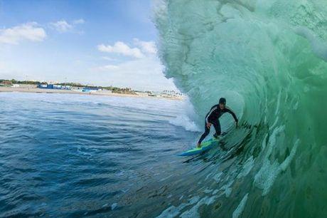 5 aulas para aprender tudo o que precisa para se iniciar no surf por apenas 105,90€. Apanhe as melhores ondas com a ajuda da Surf Academia do grande surfista João Macedo.