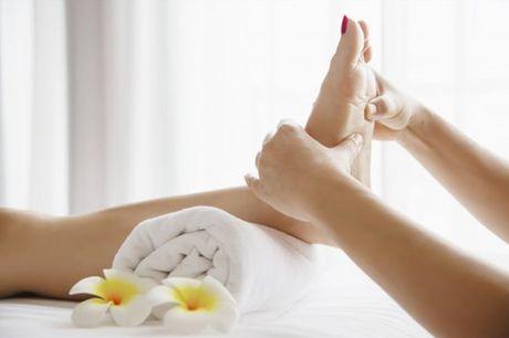 Reflexologia consiste no toque com pressão em pontos específicos para aliviar tensões no resto do corpo. Experimente reflexologia com pedras quentes por apenas 39,90€.