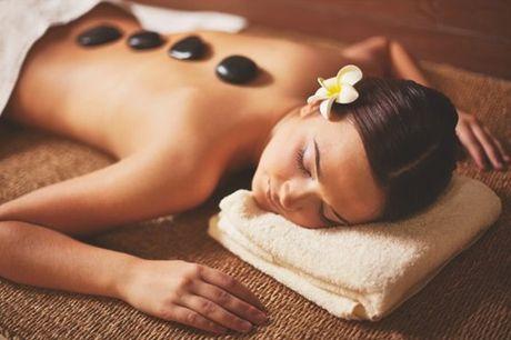 Uma das melhores e mais conhecidas formas de relaxar: massagem de pedras quentes, por apenas 39,90€ em Sintra.