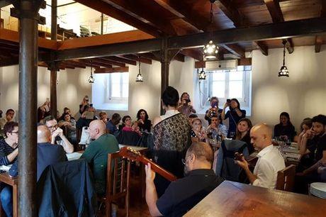 Partilhe petiscos com uma boa companhia enquanto ouve fado. No restaurante O Corrido poderá desfrutar de petiscos, vinho e sobremesa para 2 pessoas por apenas 24,90€.
