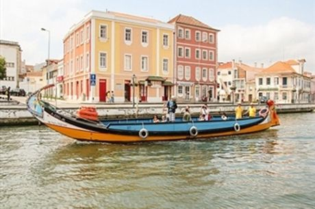 Aveiro para 2! Navegue de Moliceiro com Prova de Doces Regionais por 16,90€. O Encanto de Veneza em Portugal!