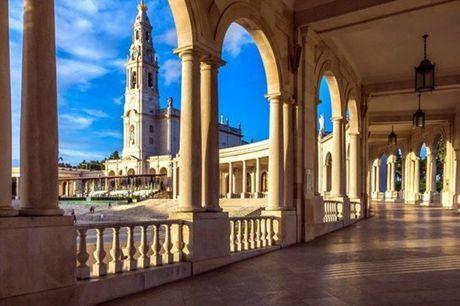 Fátima é um local de peregrinação e transformou esta pequena cidade num dos destinos mais procurados de Portugal, atraindo milhares de peregrinos e visitantes todos os anos. Visite num carro clássico e em boa companhia por apenas 256,90€.