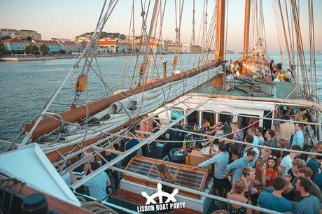 Fim de semana: a tão conhecida Lisbon Boat Party que normalmente se realiza às quintas-feira, desta vez ao fim de semana. Divirta-se sem horas. Entrada a partir de 29,90€.