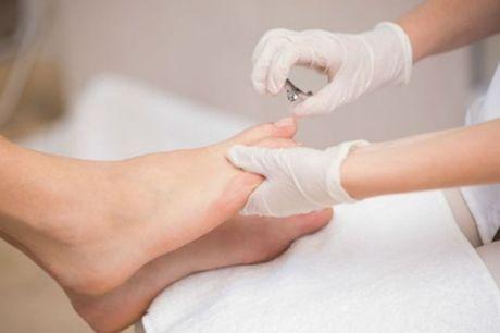 Klassische Pediküre, optional mit Wellness-Paket: Fußbad, Peeling & Massage ,bei Tokohana (bis zu 43% sparen*)