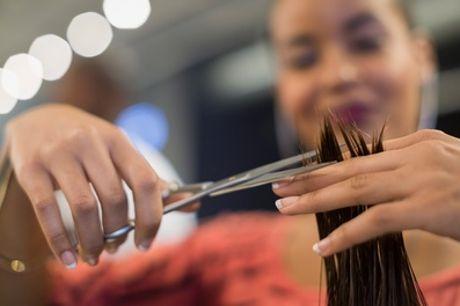 Sesión de peluquería con corte y opción a tinte y/o mechas en Innova (hasta 66% de descuento)
