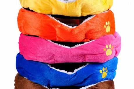 Warme hondenmand Luxe warme hondenmand. Verkrijgbaar in verschillende kleuren. Anti slip onderkant. Afmetingen: 60cm x 55cm x 22cm