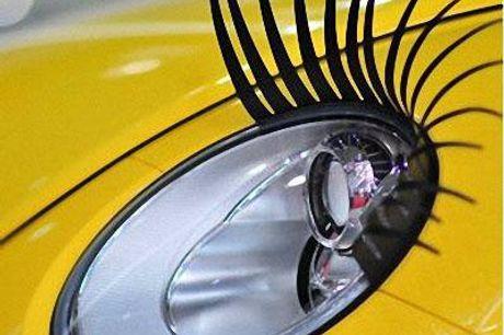2x 3D Autowimpers Geef je auto een vrouwelijk touch. Pakket bevat 2 wimpers. Voorzien van 3M tape voor de bevestiging.