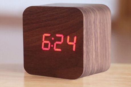 Houten blok wekker Wekker reageert namelijk op geluidsignalen. Opstaan wordt weer een feestje. Beschikt ook over een ingebouwde temperatuur. Inclusief sluimerfunctie.