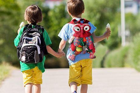 Vrolijke uilen rugzak Gemaakt van duurzame materialen. Perfecte rugzak voor kinderen on-the-go. Plaats voor alle benodigdheden die je kleintje nodig heeft. Ruime binnenzak. Verkrijgbaar in 4 kleuren.