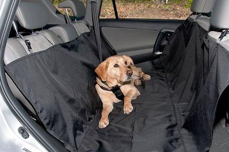 Achterbankdeken voor de hond Bedekt de achterbank evenals de achterkant van de voorstoelen. Bovenkant bestaat uit waterafstotend nylon. Zorgt voor bescherming tegen dierharen, vocht en vuil. Eenvoudig te bevestigen