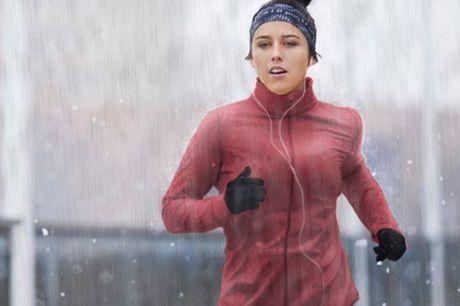 Compacte ademende regenjas Eenvoudig mee te nemen. Bied goede bescherming bij nat weer. Gemaakt van ademend waterafstondend materiaal. Vaste verstelbare capuchon. Verkrijgbaar in verschillende kleuren