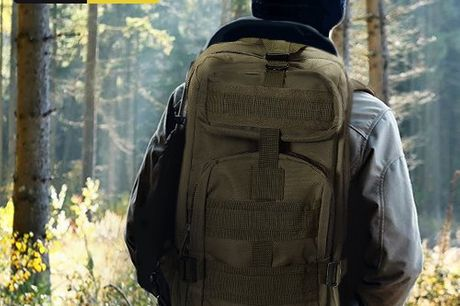 TAC Combat military bagpack Stevige legerrugzak met een inhoud van 30 liter. Gemaakt van 600D polyester met PVC coating. Waterdicht en vuilafstotend. Geschikt voor liefhebbers van de extremere buitensporten. Heeft twee hoofdvakken. Comfortabele en verstel