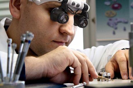 Professionele horlogemakersloepbril Altijd goed zicht, ook bij minder licht. Licht van gewicht (31 gram). Vergroting (10X, 15X, 20X en 25X). Sterke vergroting voor hoge precisie