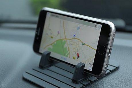Siliconen telefoon standaard Je telefoon valt nooit zomaar meer op de grond. Houd je telefoon altijd op zijn plek in de auto. Gemakkelijk schoon te houden. Verkrijgbaar in 4 kleuren