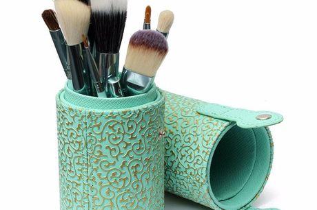 8-delige travel make-up set De kwasten in deze set zijn voorzien van natuurlijk en synthetisch haar. De set bestaat uit 8 kwasten voor het opzetten van gezichtsmake-up. De kwasten zitten in een luxe etui en zo is de kwastenset ook eenvoudig mee te nemen o