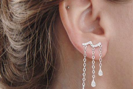Diamond waterdrop oorbellen Een minimalistisch design oorbel. Verkrijgbaar in 3 verschillende kleuren. 925 sterling zilver. Zowel geschikt voor elegant als casual gebruik