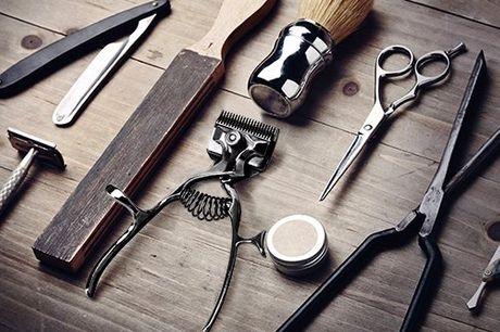 Vintage tondeuse Trim je haren zonder elektriciteit met deze manuele haartrimmer. Coole vintagelook. Gemaakt van metaal. Past probleemloos in je toiletzak.